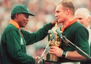 Springbok captain Francois Pienaar (right) receives the Rugby Wo