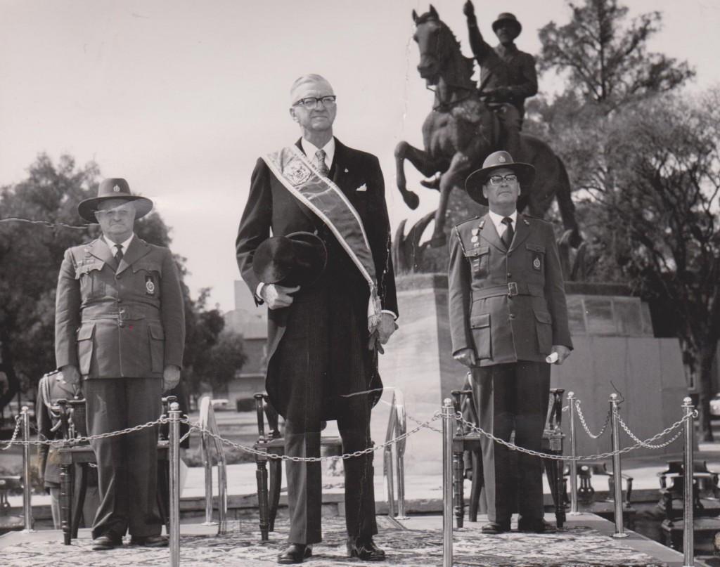 Opmars in Bloemfontein - Des 1963 Vlnr mnr Japie Heese, SP CR Swart en GL Piet Geyer