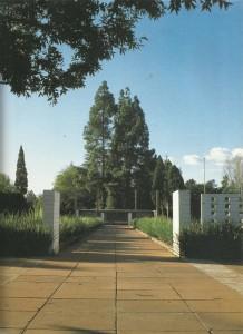 Die Irene-kampkerkhof is geleë in Bruceweg, Irene