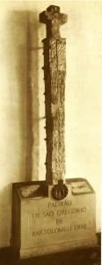 So lyk die kruise van Portugese kalksteen wat Bartolomeu Dias al langs die suidwes- en suidkus van Afrika opgerig het as bakens vir die ryk van die Portugese koning Joao II.