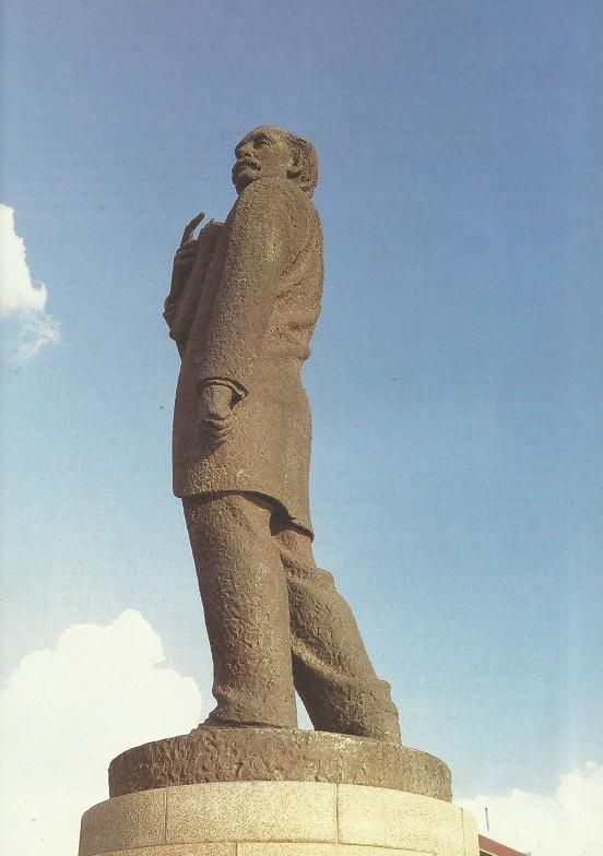 MW Pretorius-standbeeld is in Paul Krugerstraat voor die Stadhuis