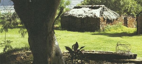 Die Pioniershuis, Hornesnek sit teen die hange van die Magaliesberg