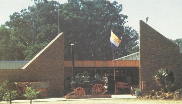 Die museum is ongeveer 40 km van Pretoria, langs die ou pad van Pretoria na Bronkhorstspruit
