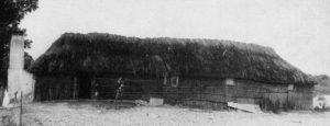 """Figuur 5. 'n Rietmuurhuis (hartbeeshuis) in die munisipale gebied van Hopefield, Wes-Kaap. Uit: C. Wessels, Die kultuur-historiese belang van die """"hardebieshuise"""" van Hopefield. Restorica no. 19 April 1986. p. 9."""